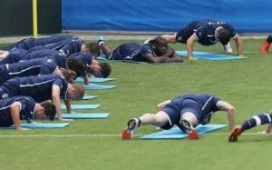 Balotelli kriegt Gelb vom eigenen Mitspieler