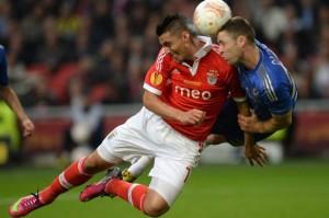Ivanovic kann kurz vor Abpfiff den FC Chelsea zum Sieg köpfen